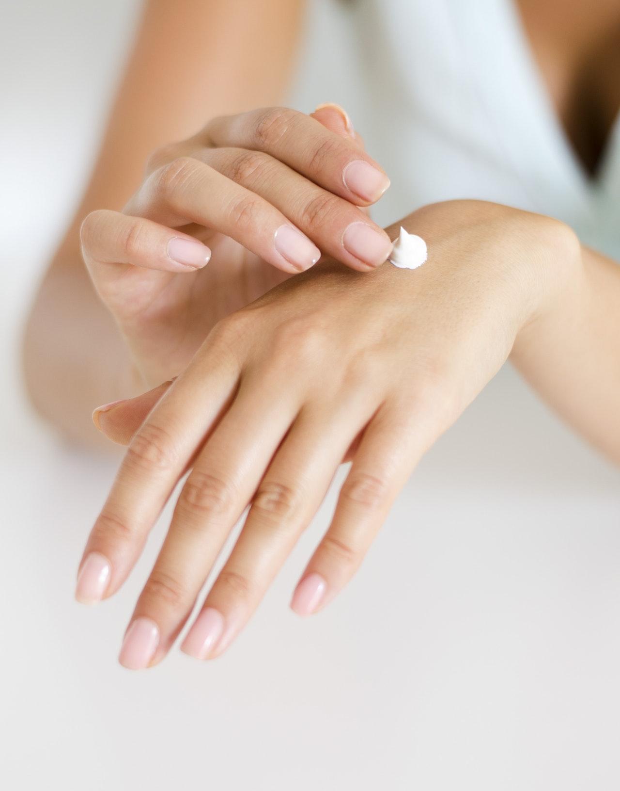 Hvordan ta vare på hender og negler? Riktig pleie hjemme og på salong